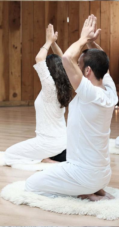 Dos droit et tête dans l'axe pour pratiquer le yoga bacalan