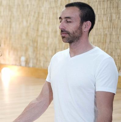 Jérôme, professeur de Kundalini yoga au sein de l'association Karakam - diplômé de la FTKY
